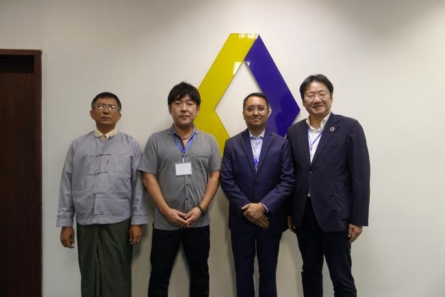 左からMPT モバイルマネー事業部副部長 U Aung Kyi Myint氏、KCKM COO三上徹氏、MPT Money CEO Rozano Plata氏、Chaintope CEO 正田英樹
