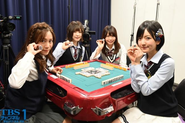 左から、斉藤真木子(SKE48)、三田麻央(NMB48)、松村香織(SKE48)、須藤凜々花(NMB48)