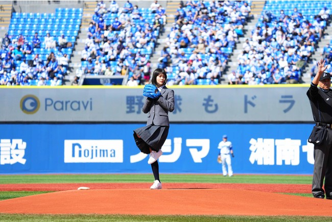 始球式に登場した志田彩良さん (C)YDB