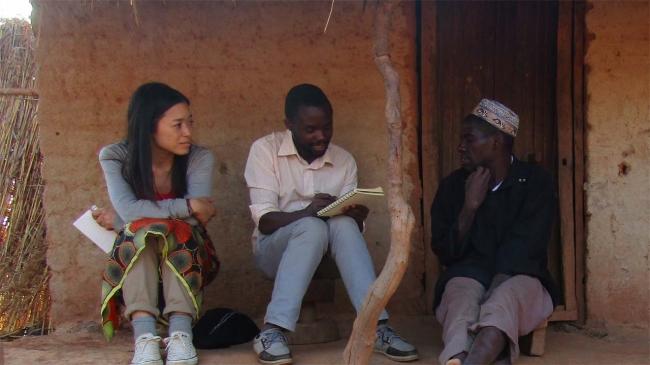 何度もモザンビークに足を運び、現地の農民たちの声に耳を傾けてきた