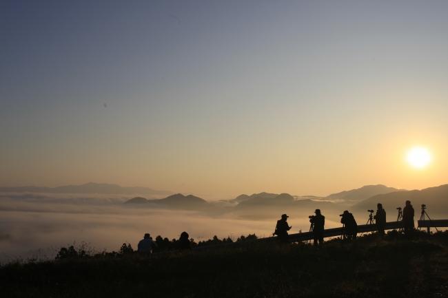 年末年始、暮れの竹灯籠から、雲海の初日の出まで、静かな感動がいっぱい詰まった清水寺を訪れてみよう。
