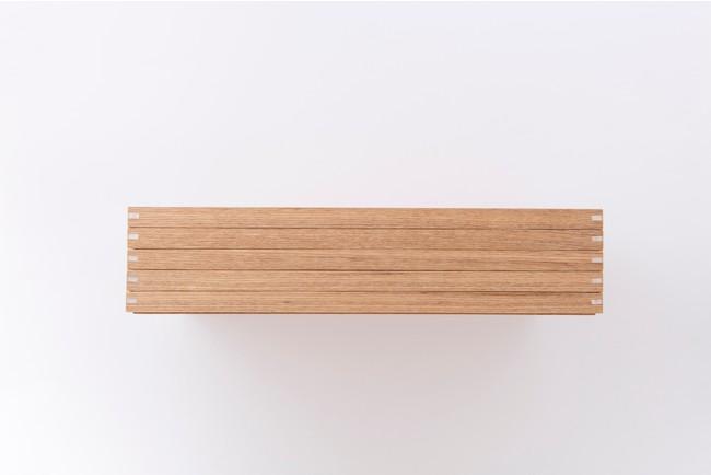 白木トレー5枚を積み重ねた画像です。「かけおとし」機能でズレません。