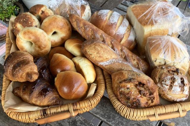 毎日100種類以上のパンを焼いています