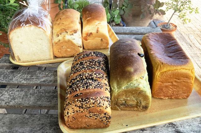 食パンは20種類以上のラインナップ