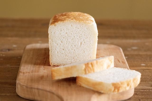 新潟の誇るコシヒカリの米粉と天然酵母で焼き上げる基本の『おこめパン』