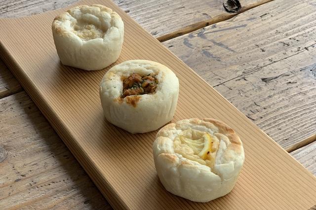 蒸し焼きにすることでよりふんわりした食感の『ふわもちおこめパン』