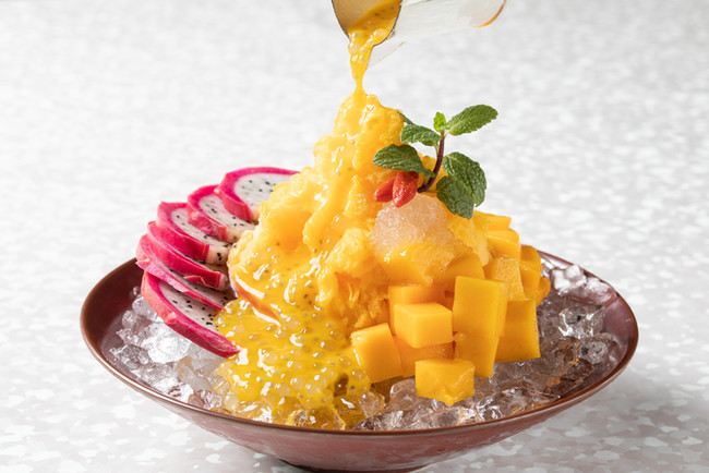 チャイナルーム 「マンゴーかき氷とフレッシュマンゴーの器仕立て」