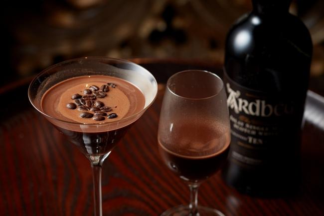 (左) ダークチョコレート モカ (右) ウイスキー ホットチョコレート