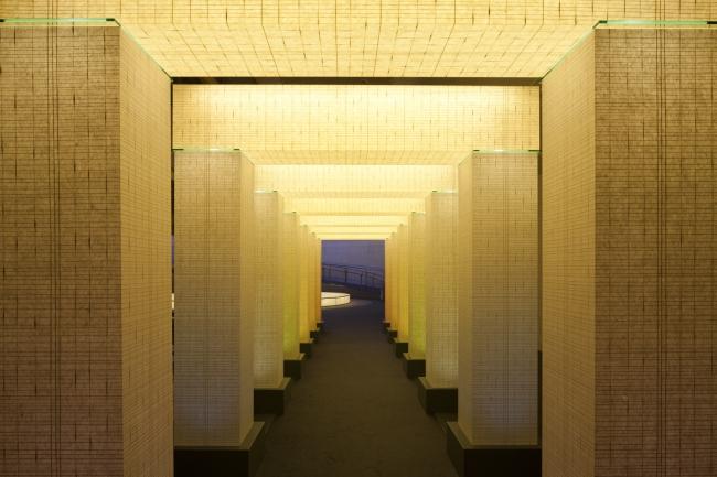 「光のゲート」シリーズより3つのゲートを20階ロビーに展示