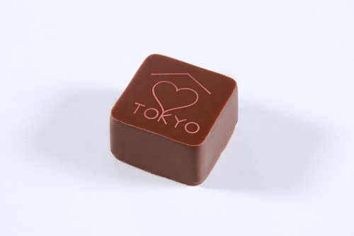 ボンボン ショコラ トウキョウ(452円〈税込〉) パイナップルを合わせたエキゾティックな味わいに仕立てたガナッシュをミルクチョコレートでコーティング。エヴァンが初めての海外店舗に選んだ日本の首都、トウキョウ。トウキョウへの愛と感謝を込めて。