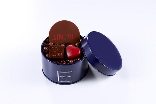ボワットゥ モナムール(3,996円〈税込〉)  メゾン30周年の感謝を込めたパレとボンボンショコラ、ハート型のショコラとペルル クラッカントゥ ショコラ メランジュを詰合せ