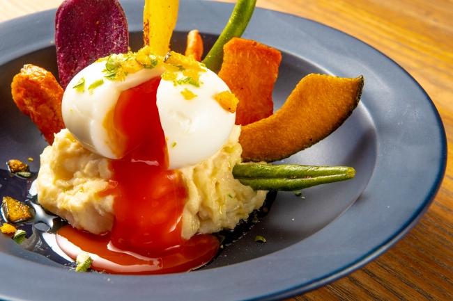 紅玉の半熟卵のポテトサラダ 野菜チップ乗せ 税込734円