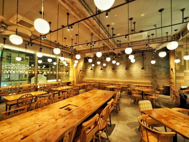 店内は木々の温かみが溢れ時間がゆっくり流れる空間に、ロサンゼルスにあるカフェのようなお店に