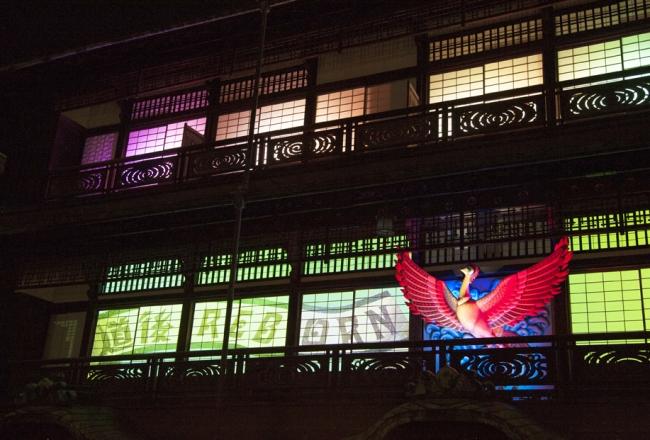 バレエ音楽「火の鳥」のオーケストラに合わせて、火の鳥も様々に彩られる (C)TEZUKA PRODUCTIONS
