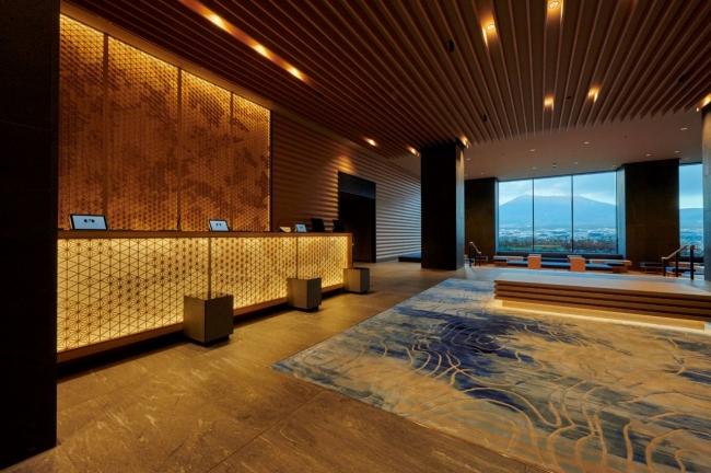 『HOTEL CLAD』富士山を望むフロント・ロビー