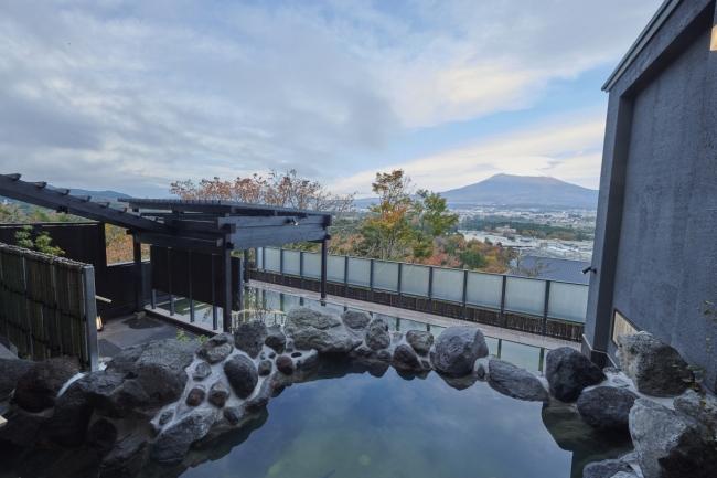 『木の花の湯』「大湯」の露天風呂