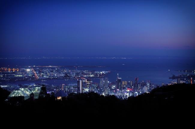 標高約400mの展望プラザからの夜景