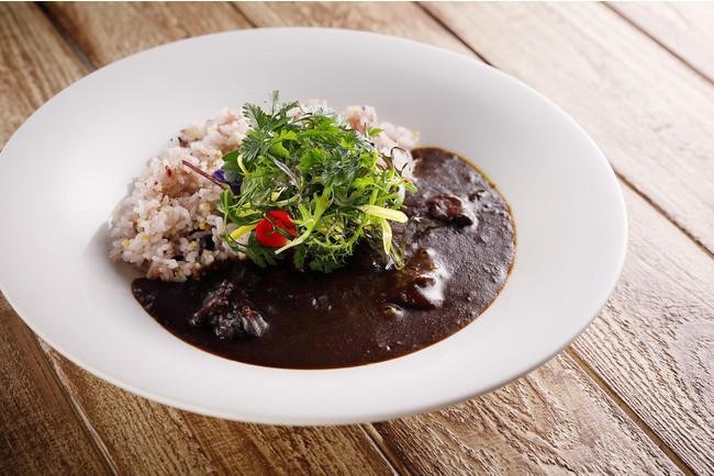 国産牛ほほ肉をつかったオリジナルカレー「神戸ブラックカレー」は1日限定30食
