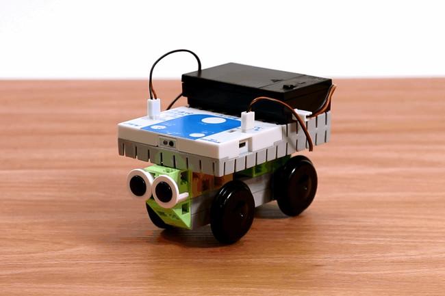 「衝突回避自動車」などさまざまなマシンを実際に組み立ててプログラミングを学習できる。