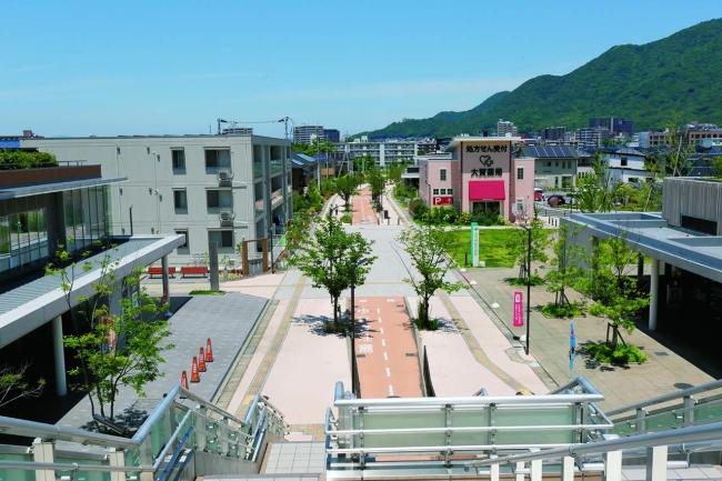 城野駅から広がる新しいまち「ボン・ジョーノ」。ゼロ・カーボンのまちを象徴する「エコモール」が城野駅からまっすぐ延びる。