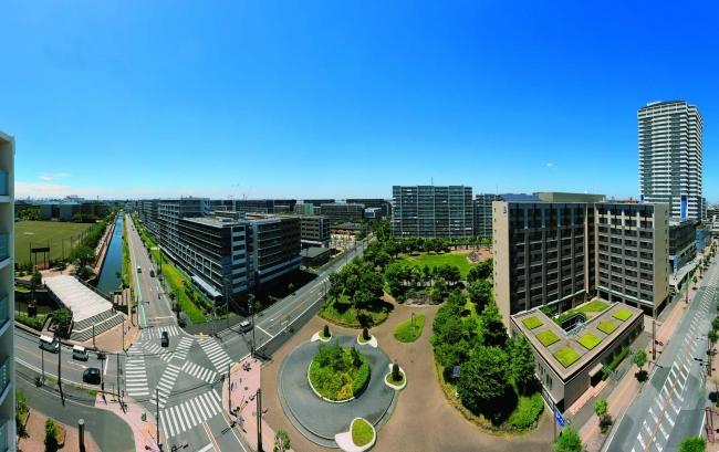 埼玉県草加市の「コンフォール松原」。大規模団地の建て替えにあわせて周辺地域を整備。緑豊かで美しく、利便性の高いまちに生まれ変わった。