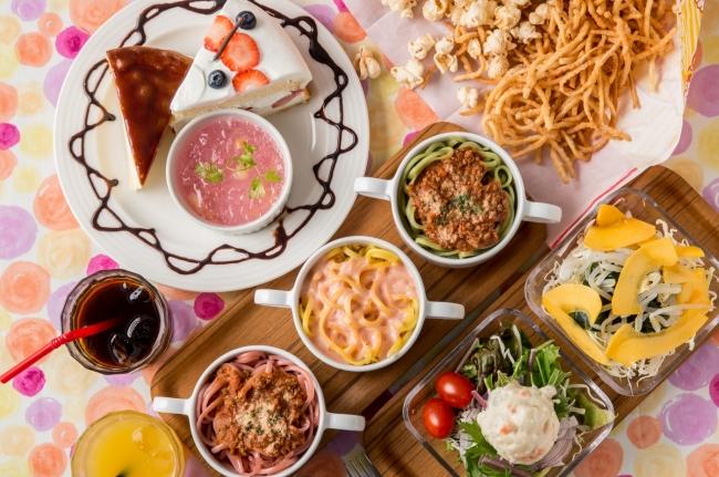 パスタもサラダなどお食事も充実!
