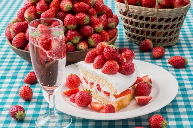 スイパラのケーキにトッピングして、いちごたっぷりのケーキとしてもお楽しみいただけます。
