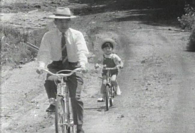 昭和40年(1965年)、軽井沢にて。陛下と皇太子さま。