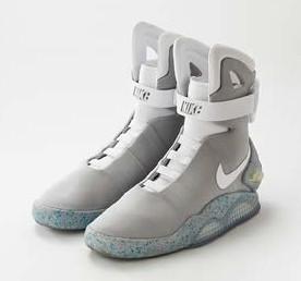 エアマグ 1989年の大ヒット映画「バック・トゥ・ザ・フューチャーPART2」に登場した未来の靴が実用化。オークションにて全世界で1500足のみ販売。