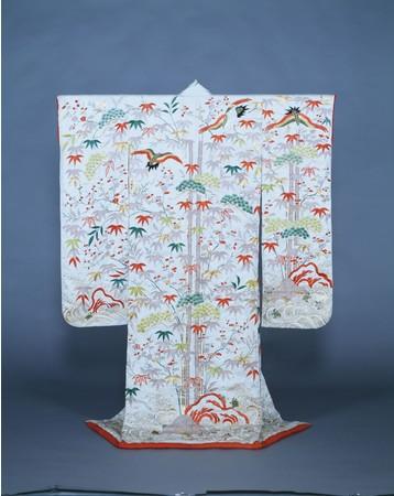白綸子地蓬莱模様打掛   江戸時代・19世紀前半  共立女子大学博物館蔵 【後期展示】