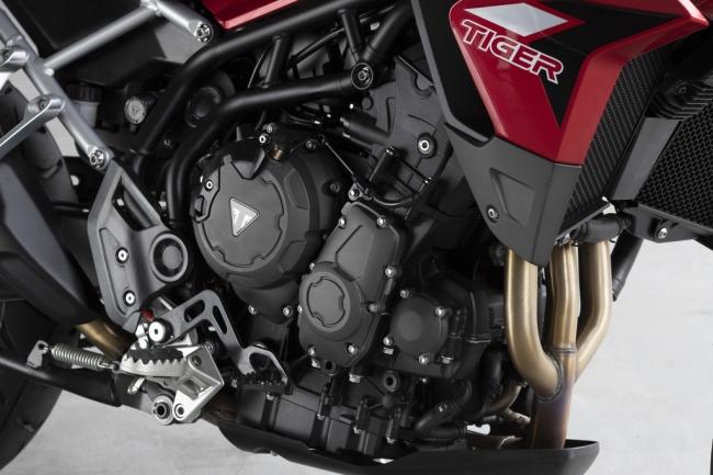 新型900ccトリプルエンジン