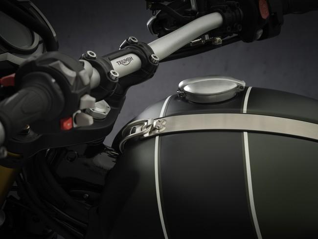 ブラシ仕上げアルミニウム製Monza型キャップ付きのシームレスなフューエルタンク
