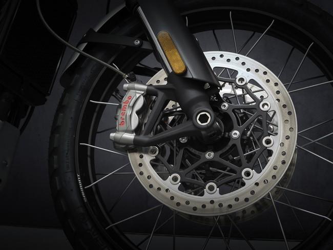 Brembo製M50モノブロックラジアルマウントツインキャリパー