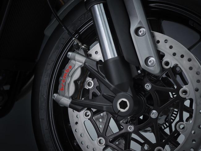 高仕様のBrembo製M50ラジアルモノブロックキャリパー