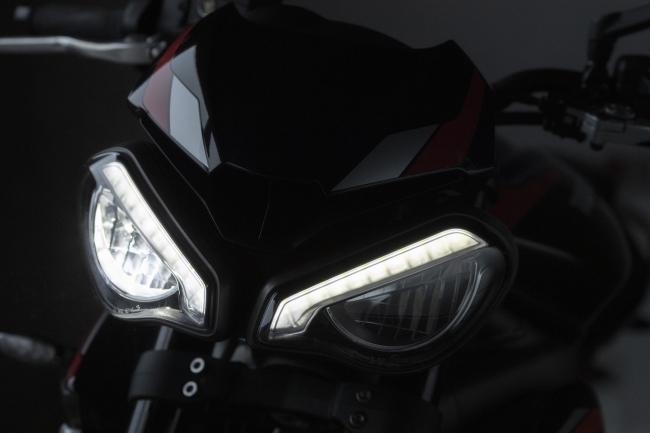 特徴的な新型ツインLEDヘッドライト