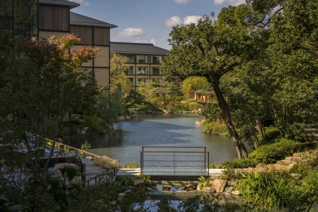 800年の歴史を受け継ぐ池庭「積翠園」
