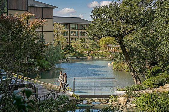 800年の歴史を受け継ぐ日本庭園「積翠園」