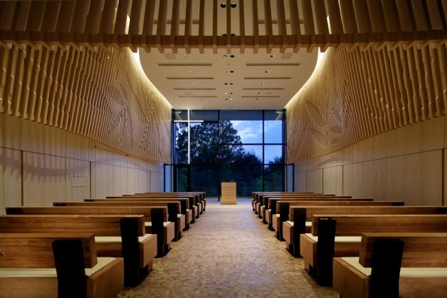 フォーシーズンズホテル京都 木の温もりあふれる4階チャペル