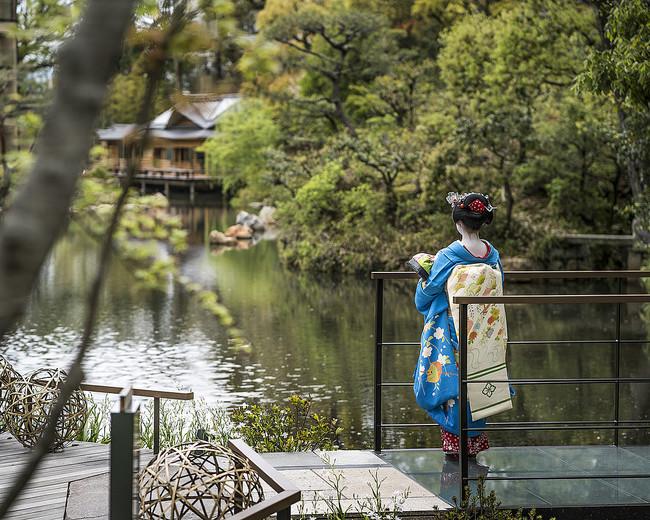 800年の歴史を誇る、ホテル館内の池庭「積翠園」