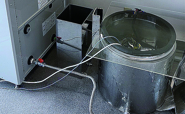 液浸マイニングマシンの小型試作機