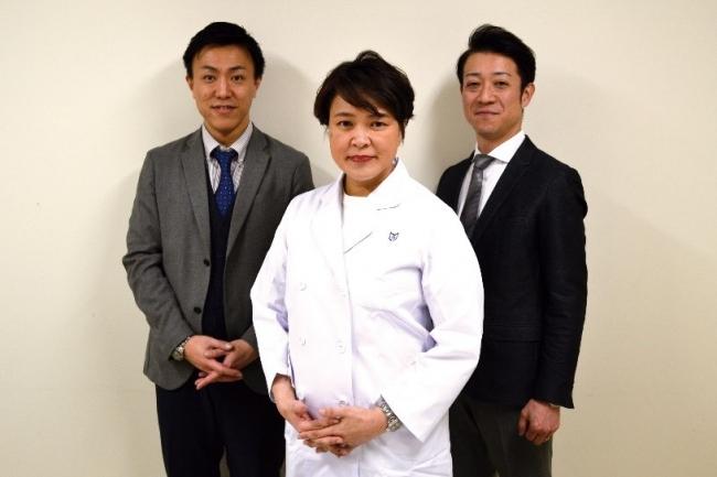 (写真:左から、株式会社ヴィセント 取締役 高橋 誠、日本大学医学部呼吸器内科 伊藤 玲子先生、株式会社ヴィセント 代表取締役CEO 高橋 誠(「高」は、はしご高))