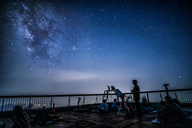 「源星かけ流し」雲仙妙見岳展望台で360度の 満天の星空へ誘います。