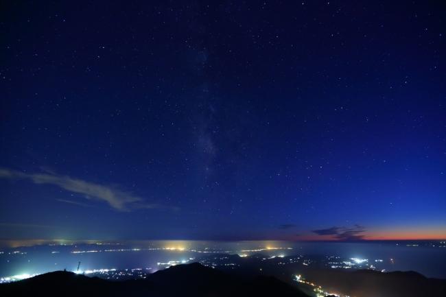 「島原や熊本の夜景」雲仙ロープウェイで標高 1300mの雲仙妙見岳展望台へ誘います。