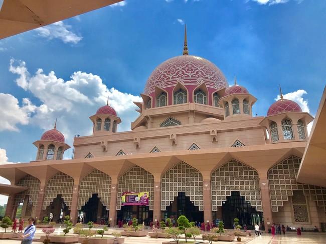 マレーシアの観光スポットのひとつ ピンクモスク