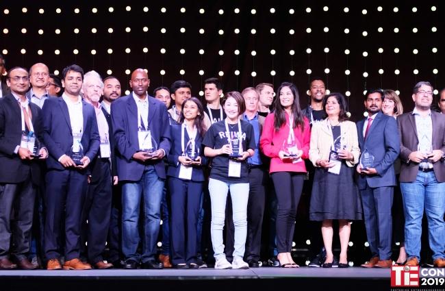 TiE50の受賞企業 表彰の様子