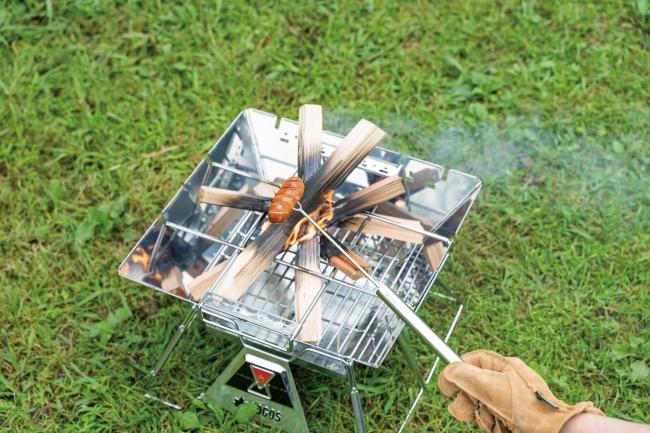 4.フォークスキュア・・・ソーセージなど転がりやすい食材をしっかり固定できる。