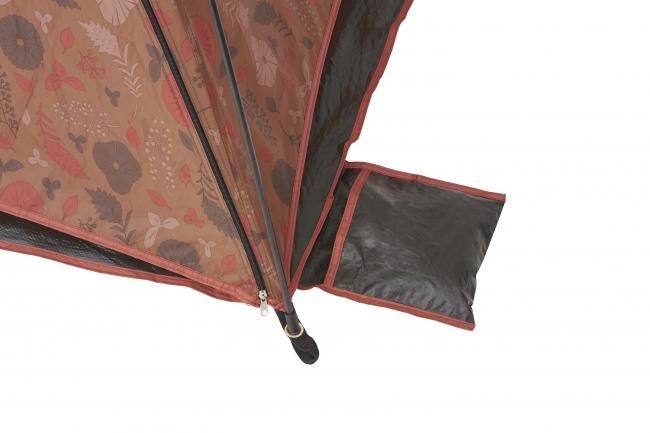 本体の四隅に 風飛び防止の砂袋を装備。