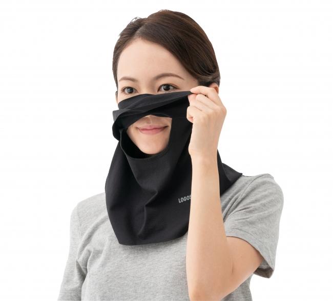 鼻と口元の部分は開閉できる小窓仕様。 呼吸がしやすく、そのまま水分補給も可能。