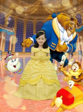 「ベル」の衣装&撮影背景(クレジット:(C)Disney)
