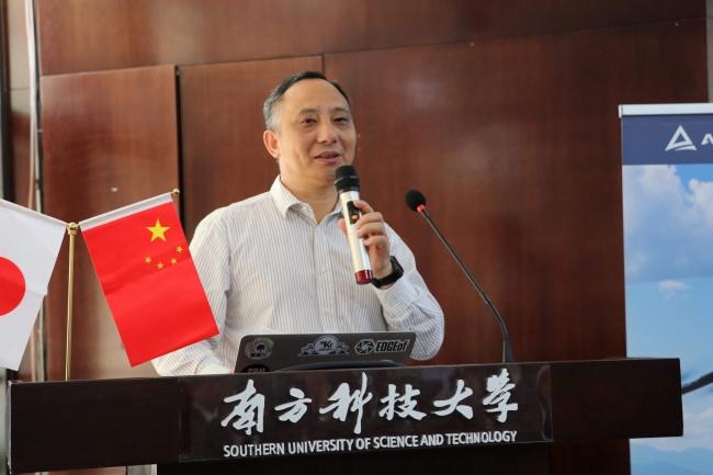 挨拶する南山区科学技術創新局局長 劉石明氏